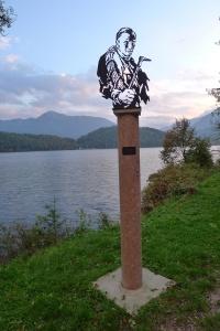 Das Denkmal am Ufer von Altaussee