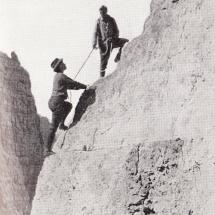 Paul Preuss mit Schwester Mina am Fuße der Guglia di Brenta - 28.07.1911