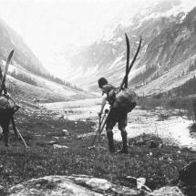 Paul Preuss und Fred Henning Aufbruch zu einer Skitour - 29.05.1912